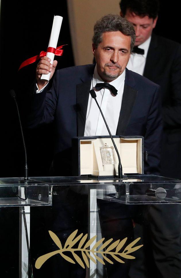Kleber Mendonça Filho recebendo o Prêmio do Júri em