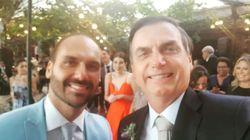 Bolsonaro posta foto do casamento do '03' e diz que Eduardo 'entra no time dos homens