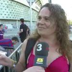 Una mujer entra a la final de Copa en sujetador porque la policía le ha quitado una