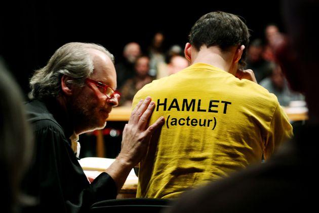 Escena de 'Please, continue (Hamlet)' de Roger Bernat y