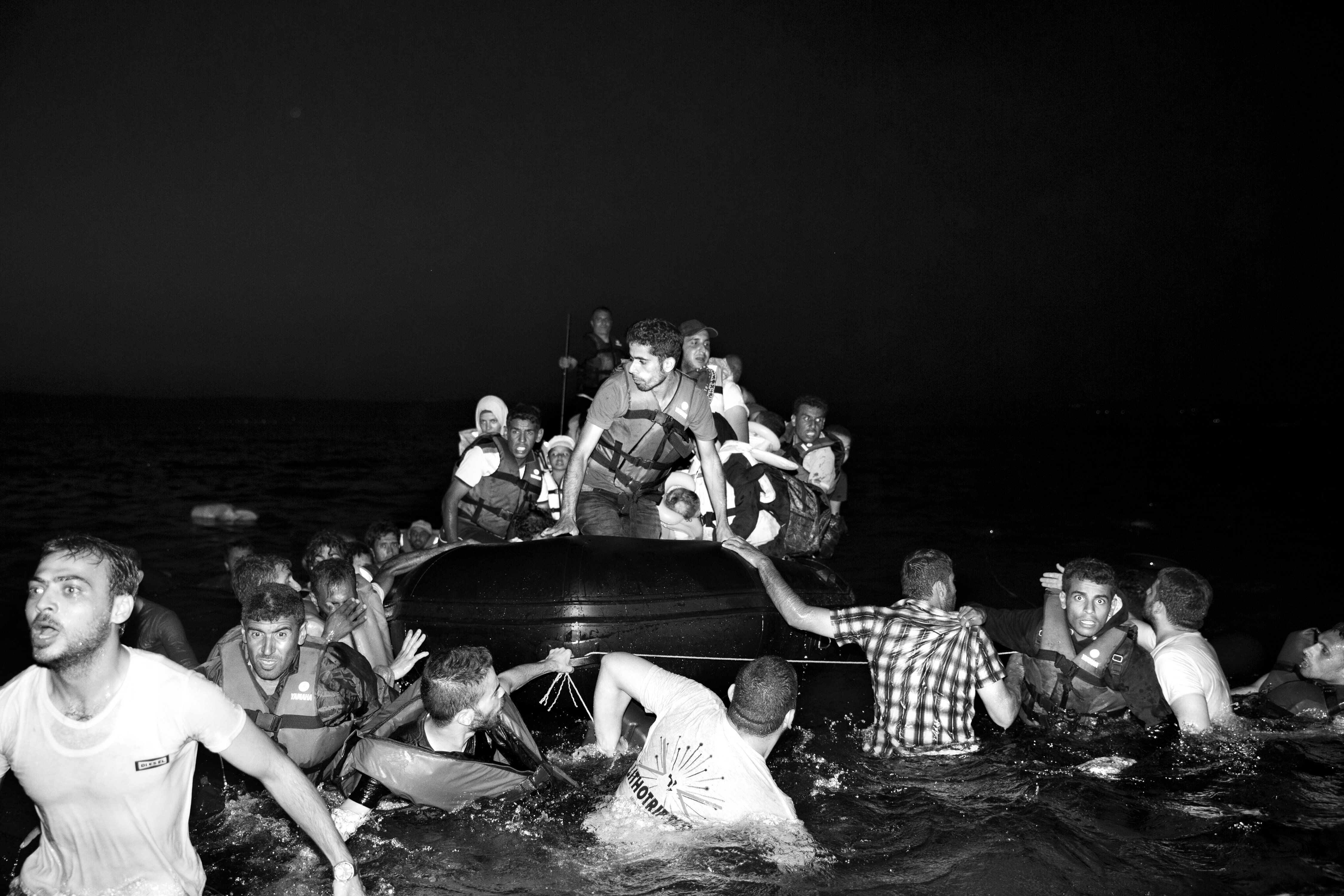 """Paolo Pellegrin: """"La convivenza tra esseri umani? Muri e confini ci dividono. La fotografia può ..."""