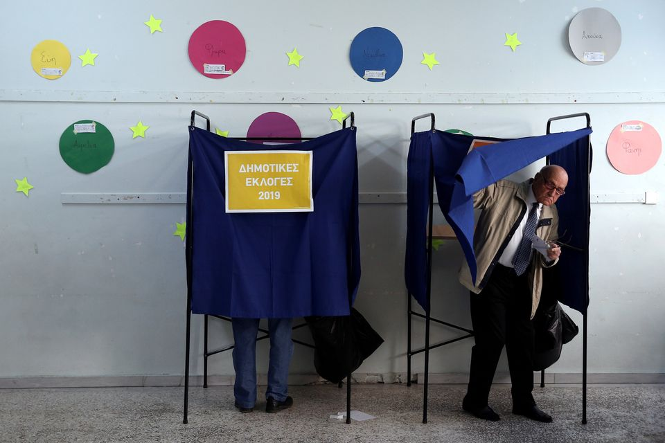 Η Κυριακή των εκλογών για ψηφοφόρους και πολιτικούς σε