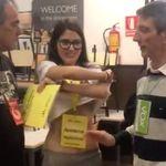 Vox protesta por la camiseta de una apoderada de ERC y la reacción de la chica deja a todos