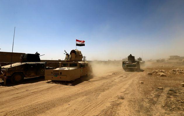 Des véhicules militaires lors d'un affrontement avec les membres de Daech, le 25 août 2017...