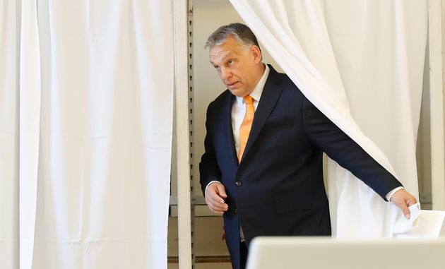 Orban abbraccia Salvini: