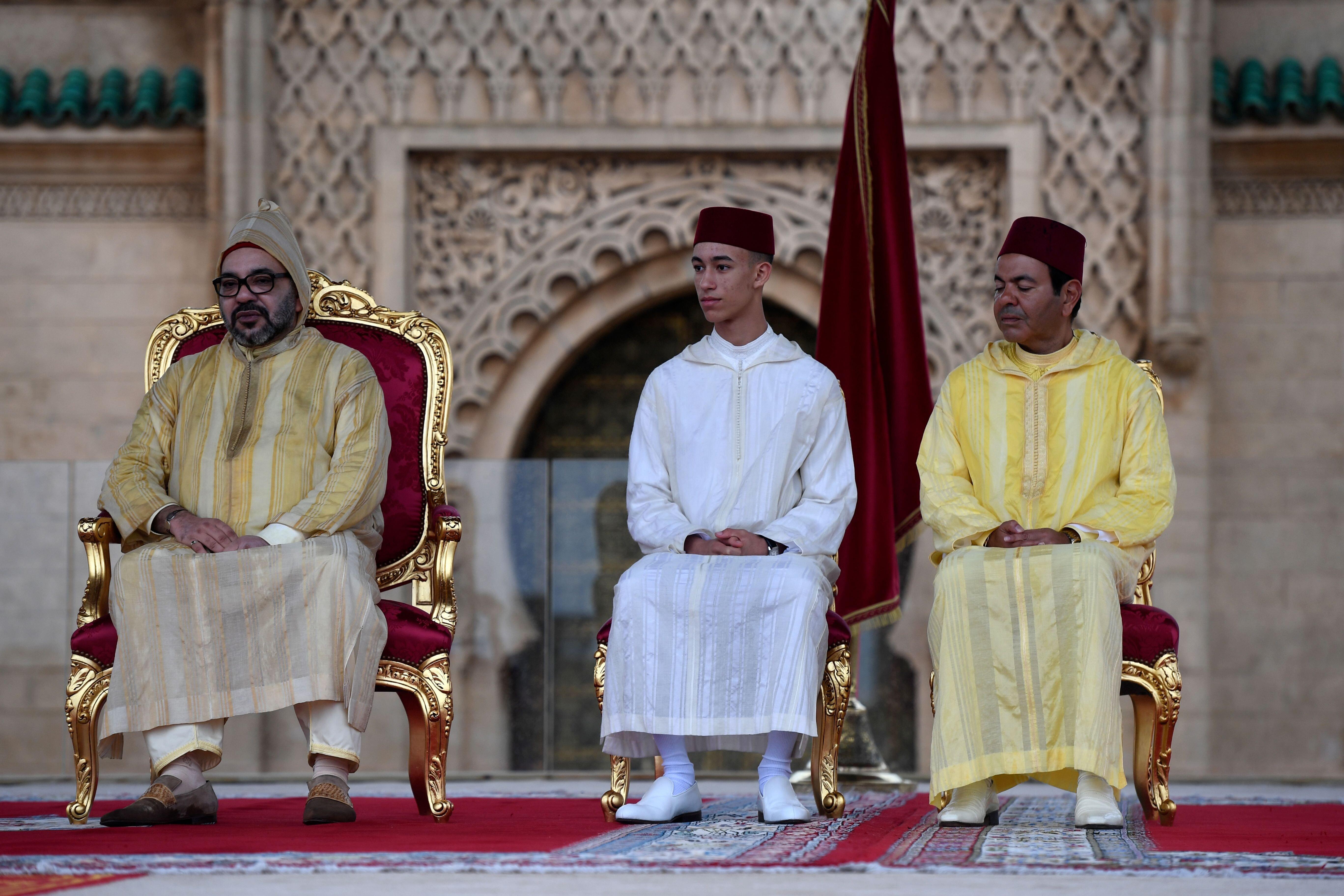Cette vidéo du prince Moulay El Hassan signant un geste cool face caméra est devenue