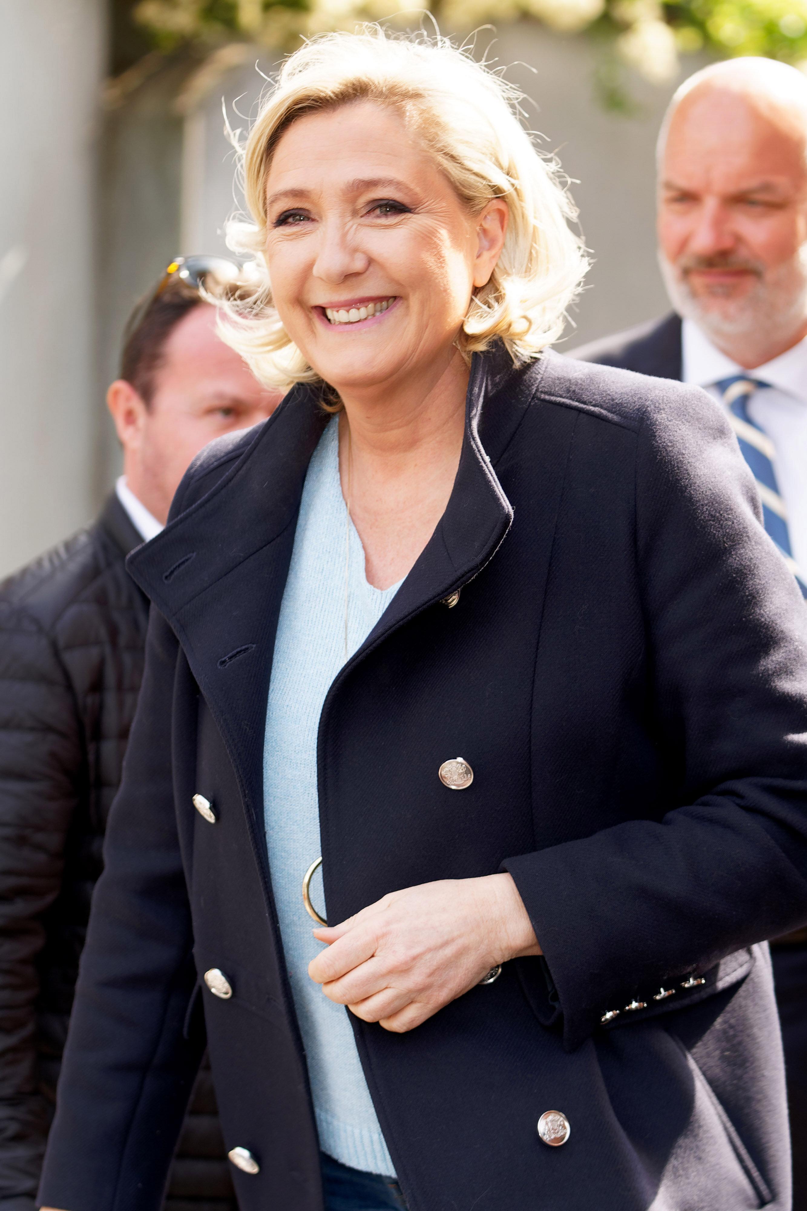 Le Pen sorpassa Macron. In Spagna Sanchez