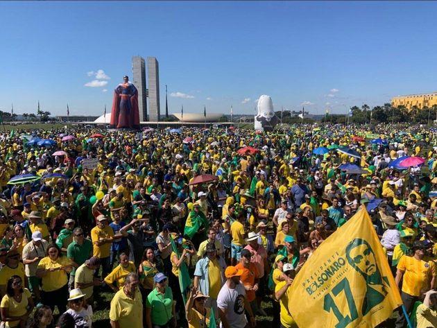 Atos em apoio ao governo Bolsonaro já acontecem em 12 estados e no