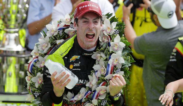 Le Français Simon Pagenaud célèbre sa victoire aux 500 miles d'Indianapolis ce 26