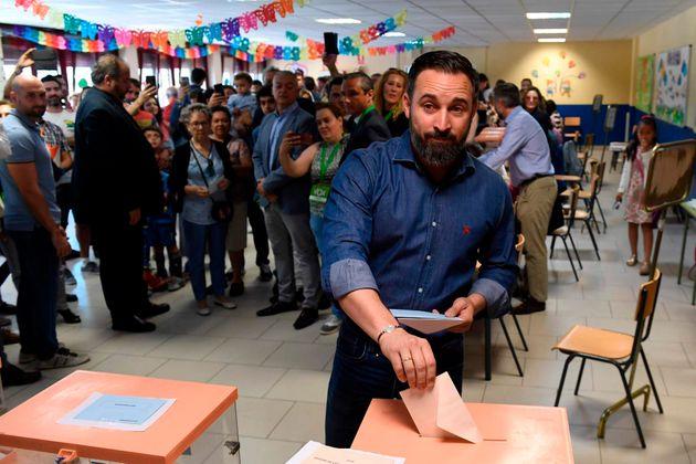 Santiago Abascal, líder de Vox, vota en las