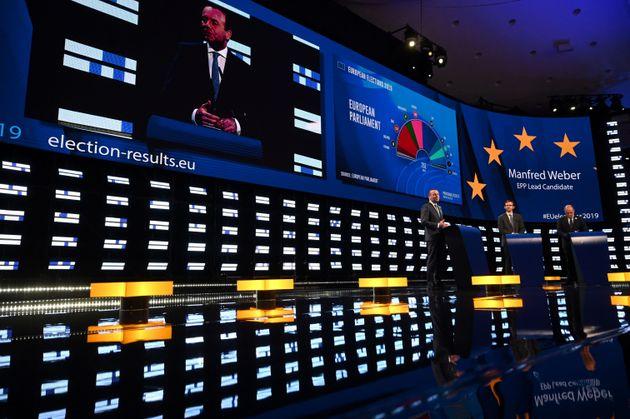 Affluenza in Europa al 50 | 5% |  +8% rispetto al 2014  In Italia scende di 2 punti e mezzo