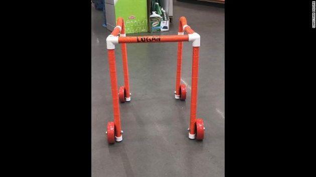 걸을 수 없는 장애 아동 위해 '보행 훈련기' 만들어 준 DIY마트