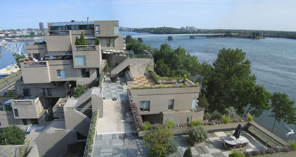 (Photo by ripirie / Brian Pirie from Ottawa, Canada, License: CC BY 2.0, 圖片來源https://commons.wikimedia.org/wiki/File:Habitat_67_(Montreal).jpg)
