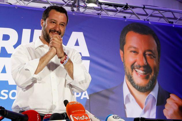 Matteo Salvini face à ses soutiens ce 26 mai à
