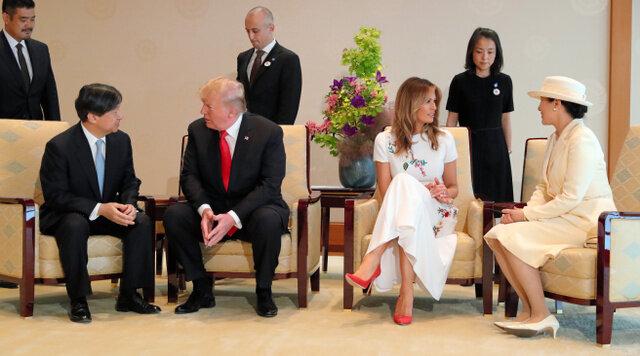 トランプ氏、両陛下と笑顔で握手 通訳介さず英語で会話