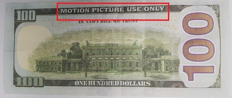 택시 요금으로 받은 100달러 지폐는 영화