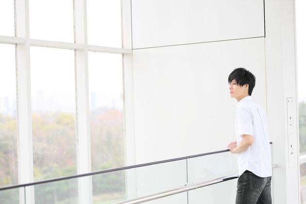 「ゲイとして幸せな家庭を築く」と決意した。『僕が夫に出会うまで』に綴られた七崎良輔さんの半生。