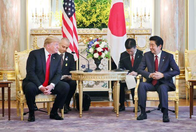 日米首脳会談に臨む安倍晋三首相(右)と米国のドナルド・トランプ大統領=5月27日、東京・元赤坂の迎賓館[代表撮影]