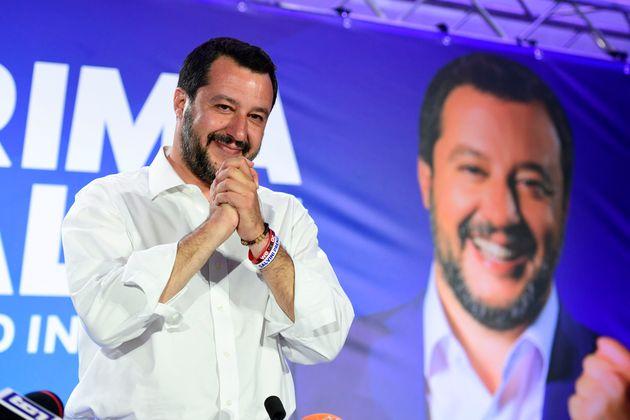 Piazzetta Salvini. La Lega vola anche a