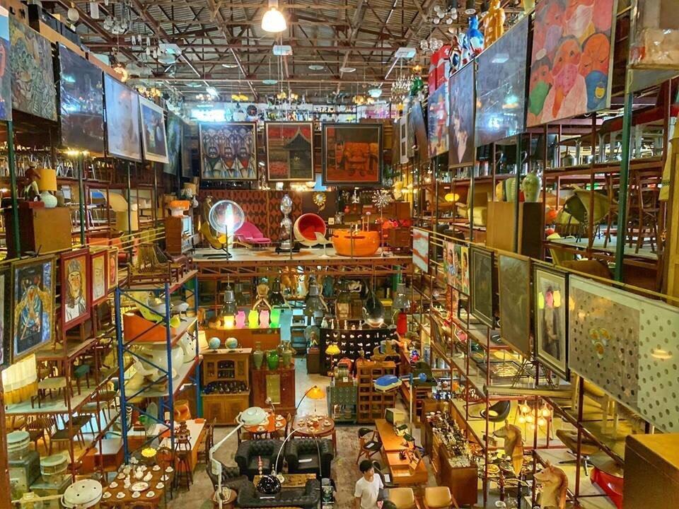▲熱愛家飾品、古物的吳速玲,特地跑去曼谷當地最有名的倉庫挖寶。