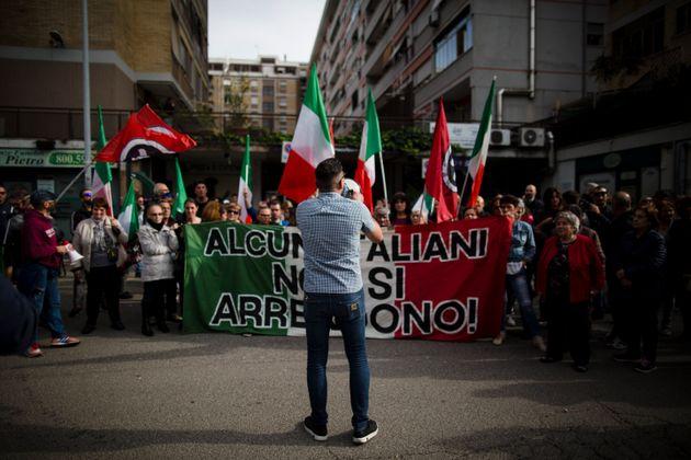 La protesta di militanti di Casapound e residenti di Casal Bruciato, periferia est di Roma, contro l'assegnazione...