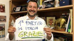 Perché anche se non sembra nella libreria disordinata di Salvini nulla è lasciato al