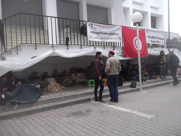 Le sit-in de 63 jours assuré par plus d'une centaine d'universitaires levé...