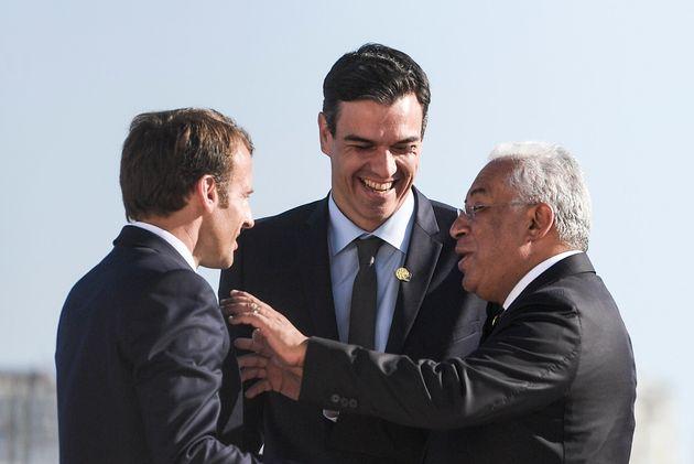 Emmanuel Macron aimerait construire une majorité progressiste avec l'Espagnol Pedro Sanchez et...