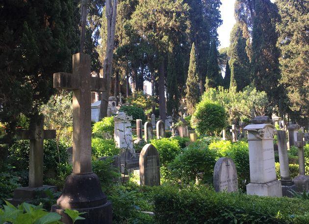 El curioso encanto de pasear entre los poetas muertos en