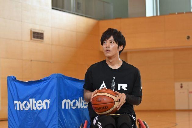 ドラマ「パーフェクトワールド」で、樹(松坂桃李)はつぐみとの再会をきっかけに、車いすバスケットボールを始める