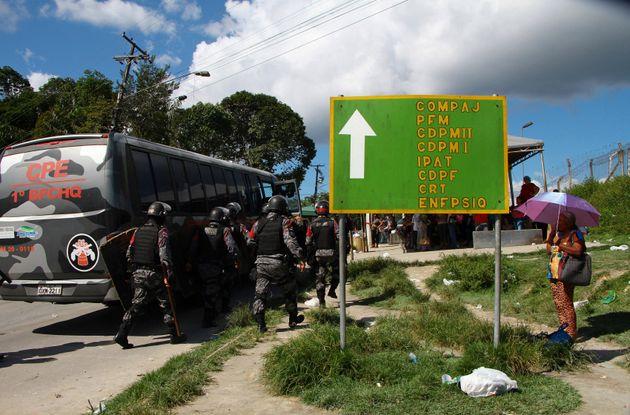 Forças de segurança chegam ao Complexo Penitenciário Anísio Jobim após...