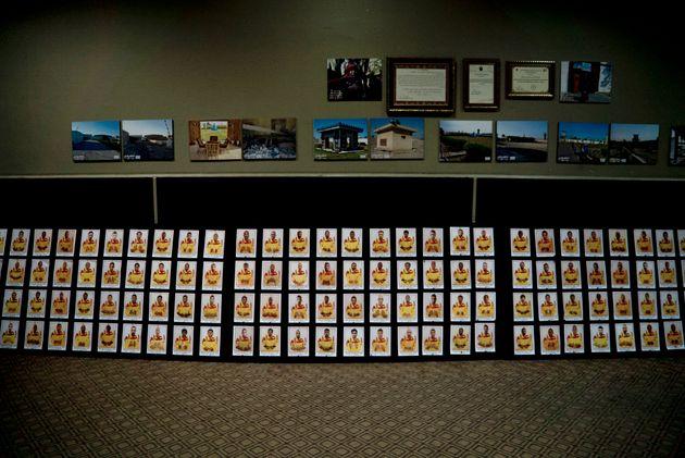Les portraits des presque 400 hommes condamnées à mort par la justice irakienne, affichés...