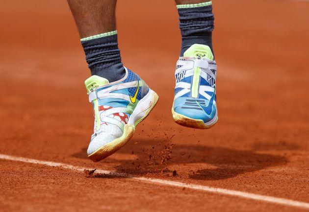 La explicación del porqué Nadal lleva estas extrañas zapatillas en Roland