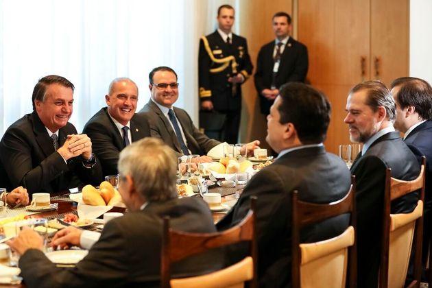 Bolsonaro recebeu Maia, Alcolumbre e Toffoli em café da manhã no