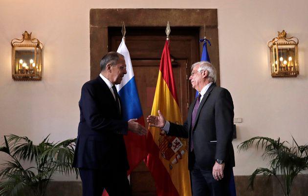 El ministro de Exteriores español, Josep Borrell, recibe en Madrid a su homólogo ruso,...