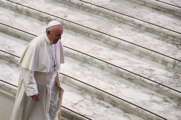 Il papa per la prima volta risponde alle accuse di Viganò su McCarrick: