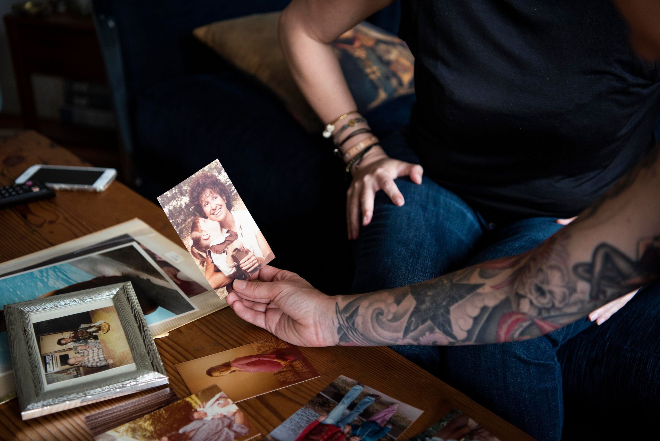 Ali Cole, right, looks at a childhood photo of Jess McIntosh and her mother, Nana McIntosh.