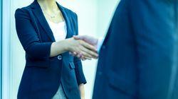 就活セクハラ、男性も被害に...女性は「執拗な誘い」「身体への接触」など深刻な被害