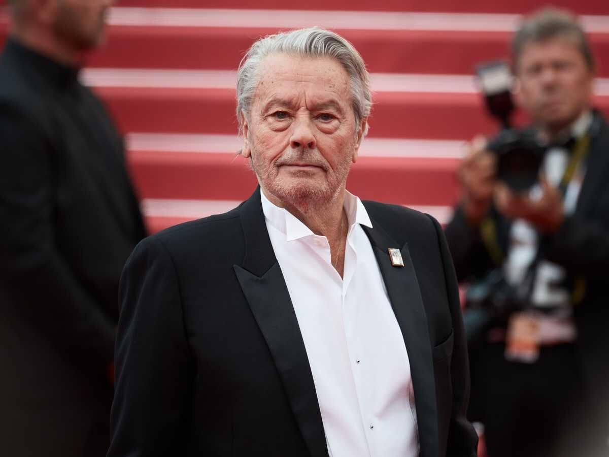 """Alain Delon a évoqué la carrière de ses deux fils Anthony et Alain-Fabien Delon, dans une interview accordée à L'Illustré le 26 mai. L'acteur de 83 ans maintient qu'ils """"ne croient pas au cinéma""""."""