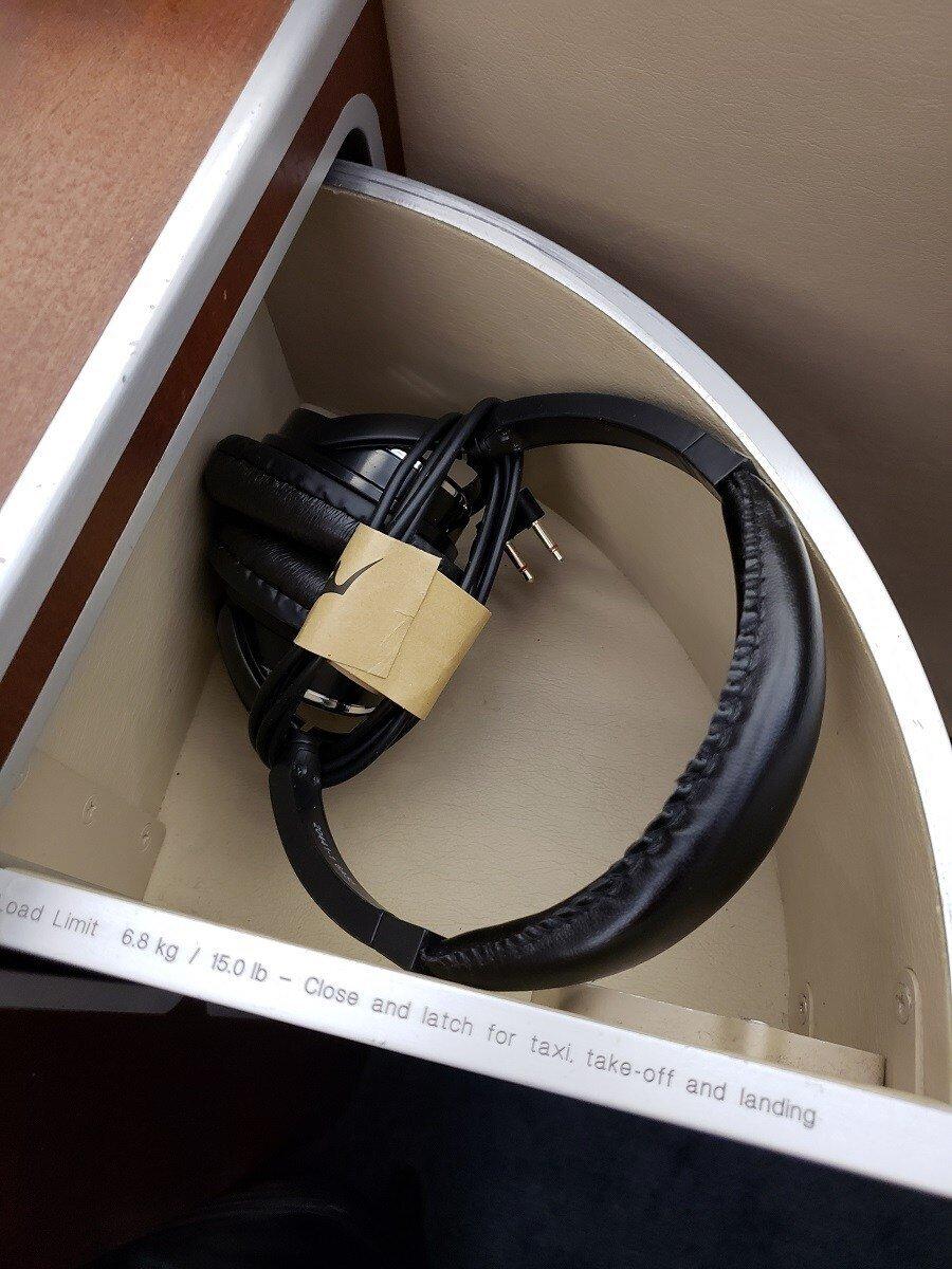 耳機已經放在抽屜裡