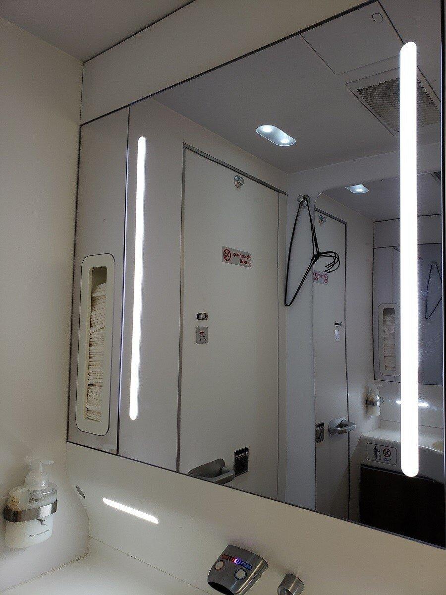 廁所的鏡子