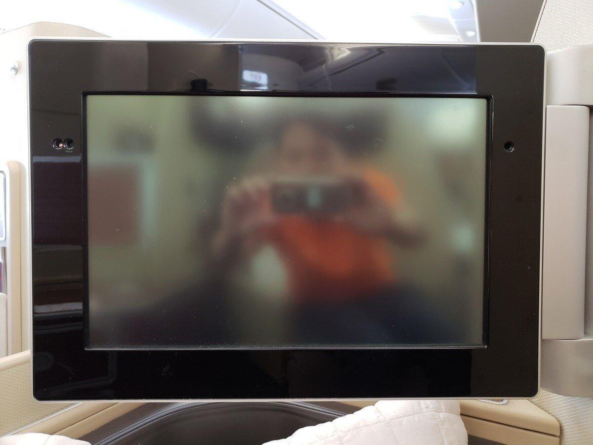 螢幕,以頭等艙的標準來說不是很大