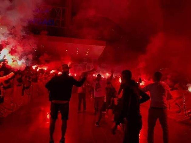 Coupe de la CAF: Les images folles de l'accueil chaleureux réservé aux joueurs de la RSB à l'aéroport