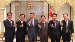 Ce geste effectué par le ministre tunisien des Affaires étrangères résume parfaitement la fraternité tuniso-sud