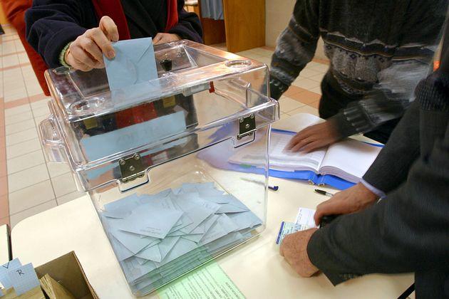 La viral respuesta de un joven a un policía al depositar su voto el día de las elecciones: casi 40.000...