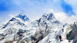 Πόσο κοστίζει μια ανάβαση στο Έβερεστ και τι άλλο θα χρειαστείτε για να κατακτήσετε την κορυφή του