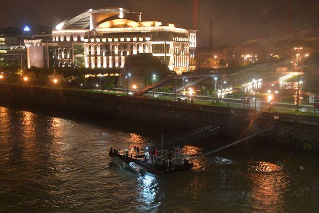 헝가리에서 한국인 탑승 유람선이 전복돼 구조작업이