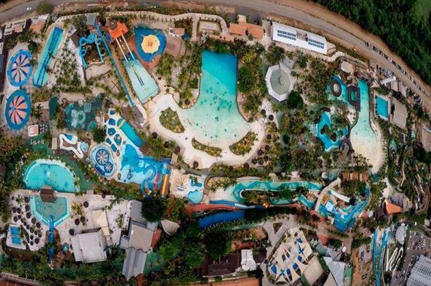 Parque Aquático Thermas dos Laranjais é o maior de Olímpia, no norte de São