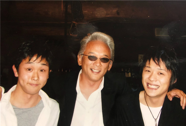 (左から中2の頃の僕、父、兄)