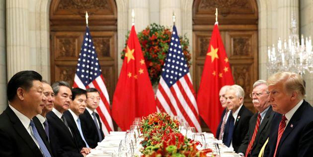 Les présidents Xi Jinping et Donald Trump lors d'un dîner après une réunion...